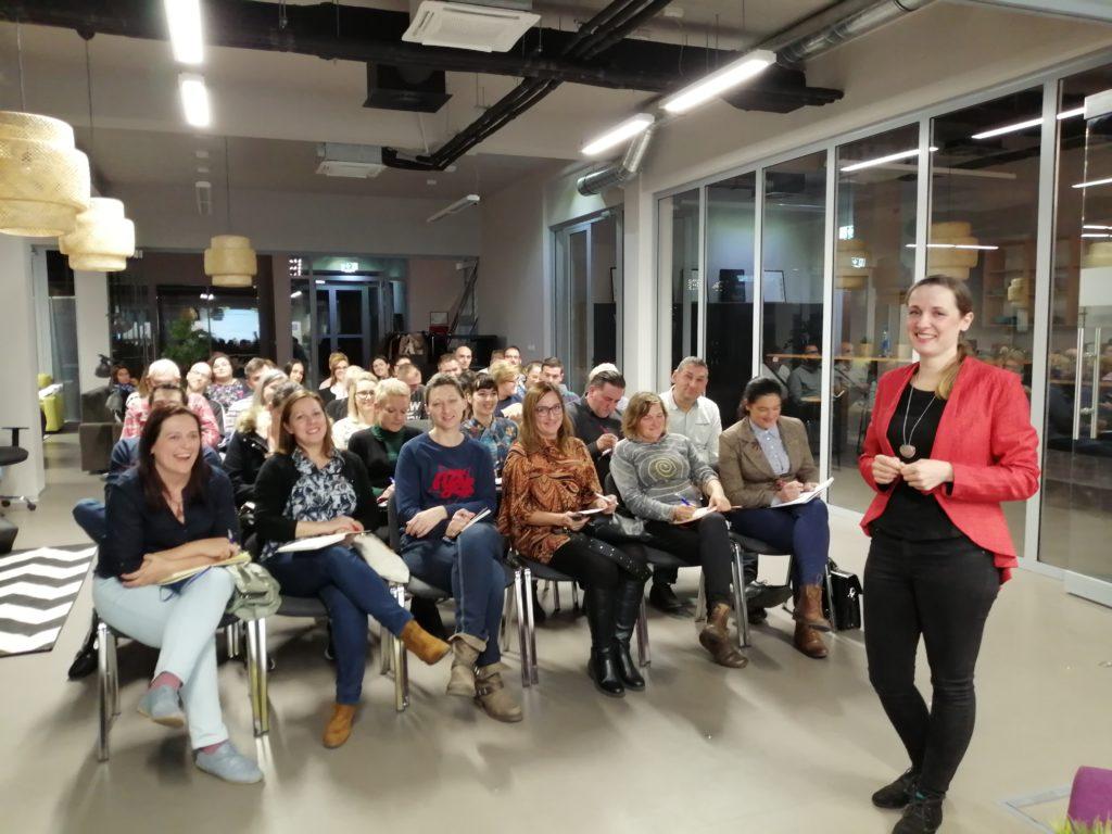 Marina Kolar i publika na poduzetničkoj konektaonici i edukaciji predstavi sebe i svoj biznis u 60 sekundi